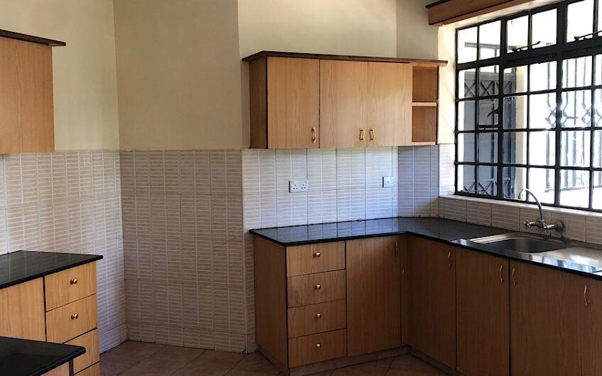 Amazing 3 bedroom spacious apartment with DSQ for rent